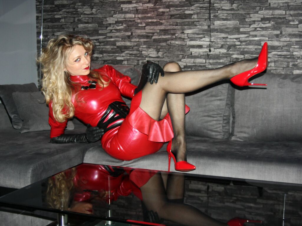 yourlatexgodess hot live sex