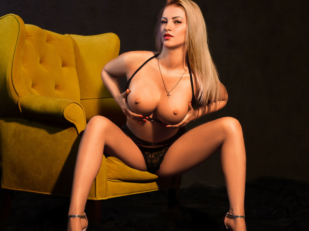 lovelyblondiexx adult live sex and chat