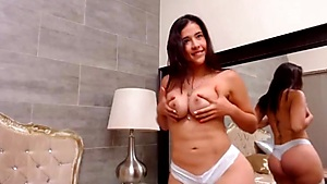 Hot Latina Shows Her Amazing Curves