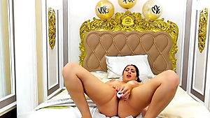 Sexy Latina Loves Fucking Alone Livecam