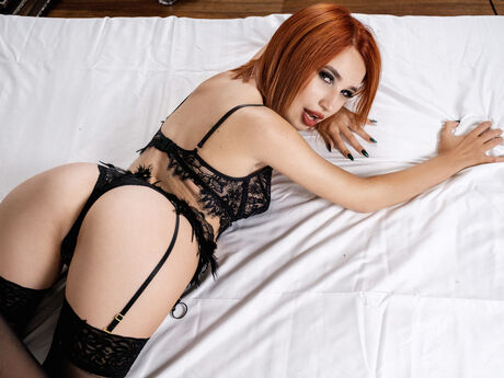 Chat with AlinaLindner