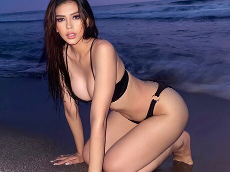 Chat with AmaraRodriguez