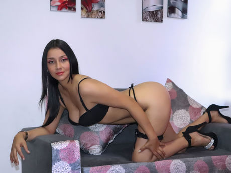 Chat with IsabellaRoys